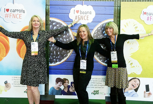 FNCE with dietitian friends via LizsHealthyTable.com