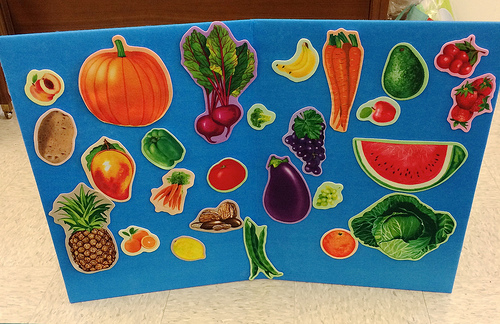 Felt board with vegetable cut outs via LizsHealthyTable.com