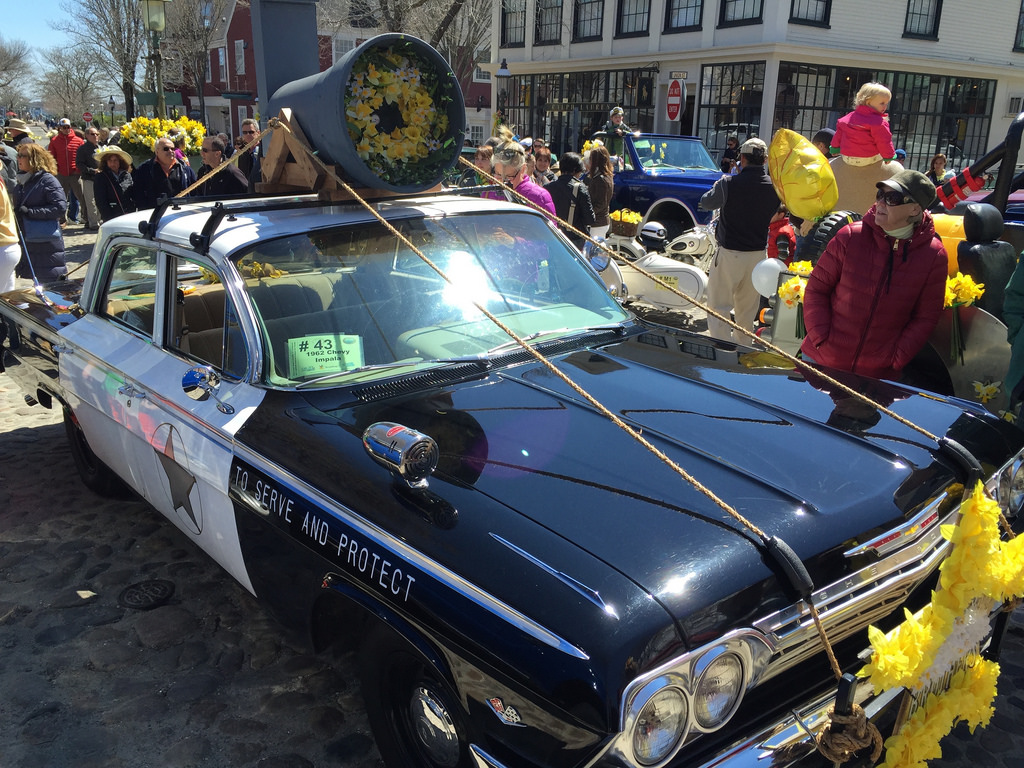Daffodil Festival street scene on #nantucket via LizsHealthytable.com