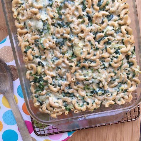 Spinach, Artichoke Mac & Cheese via lizshealthytable.com #dinner #pasta #wholegrain #spinach